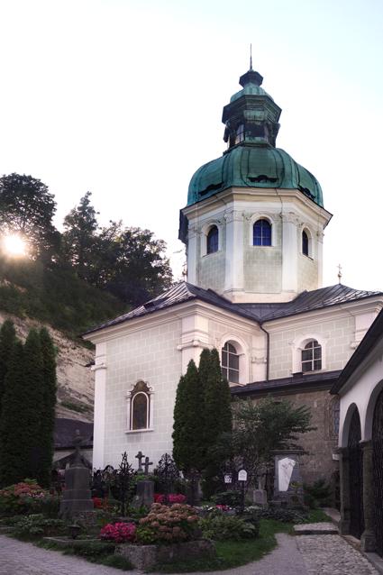 Salzburg Petersfriedhof mit Stiftskirche Sankt Peter
