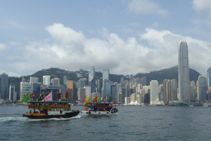 Hongkong, Skyline mit Boot