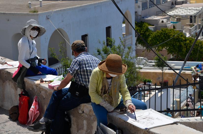 Santorin - Chinesen auf der Mauer beim Malen