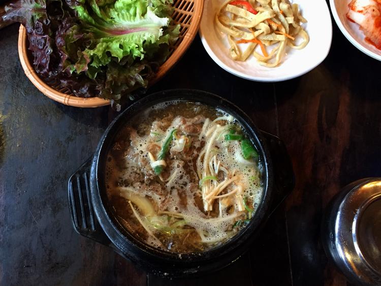 Lecker, scharf und vielfältig Essen in Seoul - Essen für eine Person