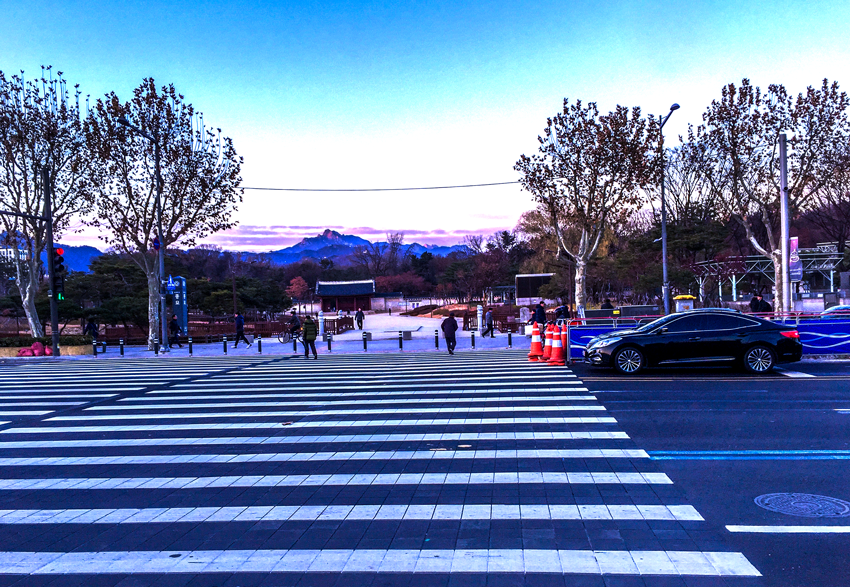 Fotoparade - Seouls Berge im Abendlicht