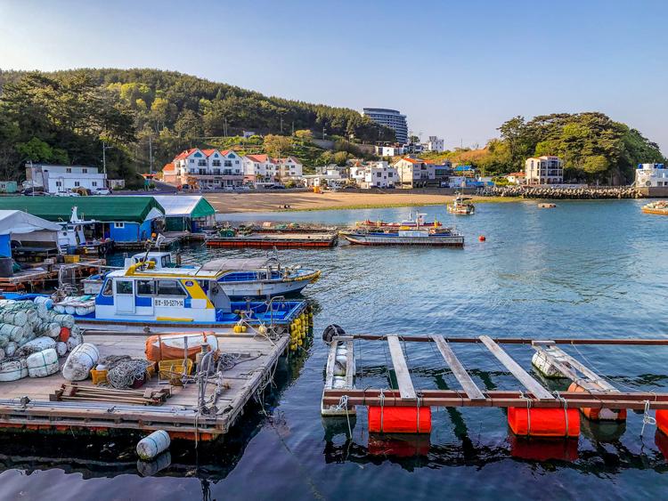 Tongyeong, Blick auf die Uferpromenade